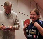 JBTK-JENTA: Renate H. Ødegård er en veldig ung JBTK-veteran. Her blir hun intervjuet av Ringerikes Blad.