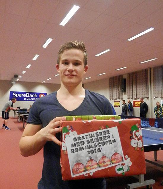JULESTJERNEN: Eskild Jørgensen (B-72) viste sin klasse og ble belønnet med dagens gjeveste premiepakke!