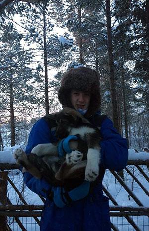 GODT KLEDD: Det gjelder å kle på seg når man skal være utendørs i Pasvik! Her sammen med en av jaktkameratene.