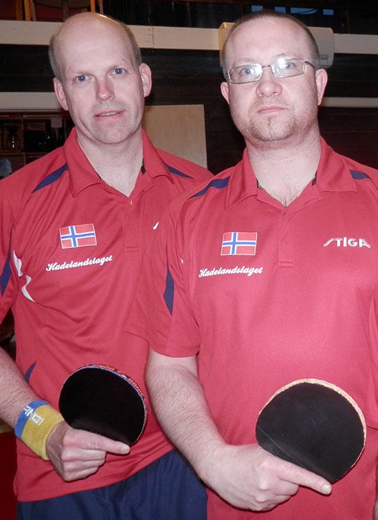 "HADELANDSLAGET: Bendik og Thomas representerer JBTK og ""Hadelandslaget"". Sistnevnte omfatter også spillere fra Harestua IL."