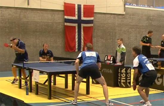 UTENFOR PALLEN: Anton og Olof tapte kvartfinalen mot Fornebu-paret og misset medalje i Herrer B double. (FOTO: bordtennisnm.no)