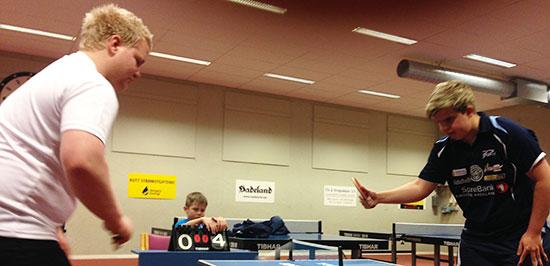 ACTION: Geir Håkon Bjørklund og Thomas Moen duellerer.