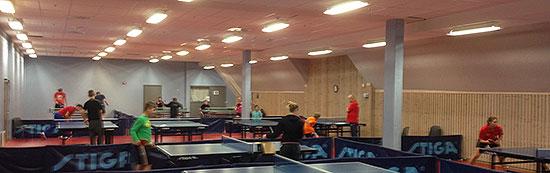 BJØLSENHALLEN: Yngre bordtennisspillere og noen juniorspillere tilbrakte helgen her.