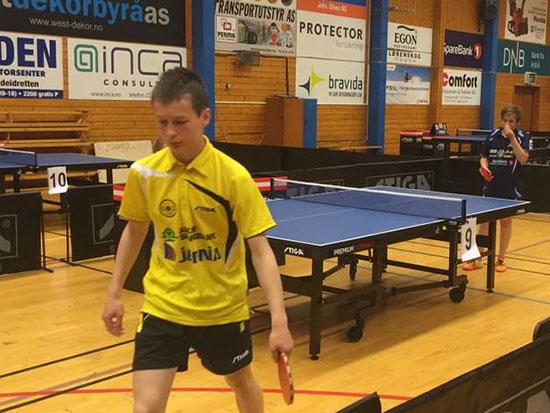 ACTION: Jonas Jensen i kamp mot Sindre Flote.