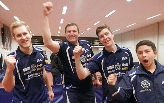 VINNERE: Petros Siapkaras (f.v.), Terrje Herrting, Anders Eriksson og Tim Cornelius leverte solide prestasjoner i dag.