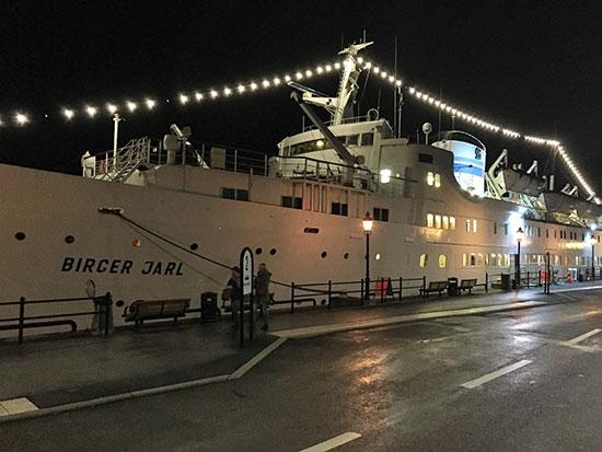 FLYTENDE HOTELL: Lars og Thomas overnattet ombord på Birger Jarl, alias Ånedin Hostel.
