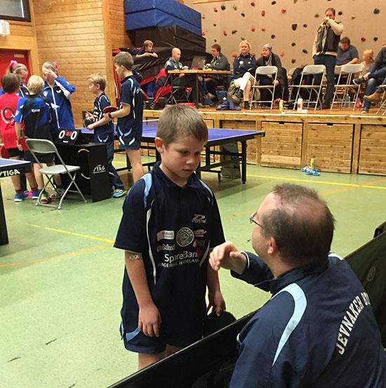 RÅDGIVNING: Martin Jensen er lydhør overfor JBTK-coach Thomas Møller.