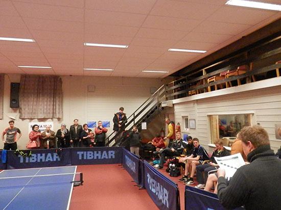 PREMIEUTDELING: Lars Torp (ytterst til høyre) deburerte som turneringsleder med stil!