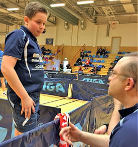 LYDHØR: Jonas Jensen coahces av Thomas Møller og responderer på tipsene. (FOTO: Lene Jensen)