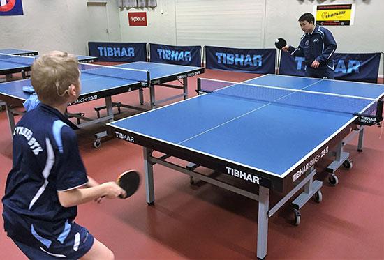 KONSENTRASJON: Eivind konsentrerte seg godt da han spilte med Tim.