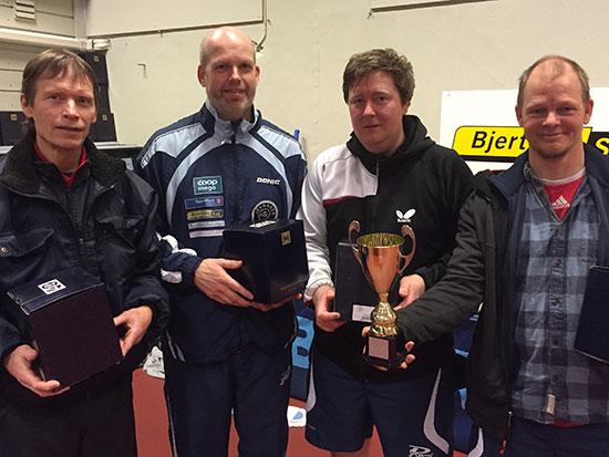 HERRER C: Bjørn E. Wibe (fra venstre), Bendik Alme, Lars Torp og klubbmester Olof Götestam. (Foto: Thomas Møller)