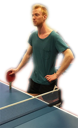 BENNY IS BACK: Meld deg på hvis du ønsker å bli en bedre bordtennisspiller. Benjamin leder treningssamlingen i Jevnaker Bordtennishall søndag 24. juli.