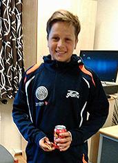 INNSATSPREMIE: Jonas ble kåret til sommerleirens mest innsatsfylte deltaker! (Foto: Øystein Pedersen)