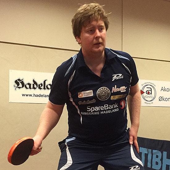 LARS TORP: JBTKs ivrige turneringsdeltaker har hatt stor framgang og må forbedre teknikken for å ta ytterligere steg. I dag fikk han nyttige tips fra treneren.