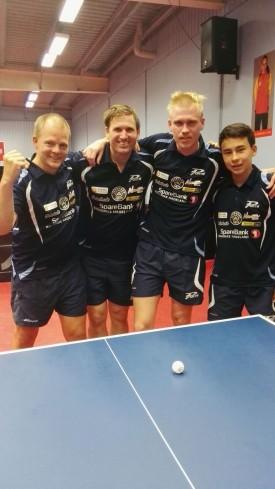 JBTK: Olof Götestam (f.v.), Terje Herting, Adam Jakobsson og Tim Cornelius tapte serieåpningen. Søndag er det nye poengsjanser.