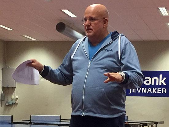 KURSLEDEREN: Bengt Paulsen ledet kurset med rutine, stil og overbevisning som smittet over på deltakerne.