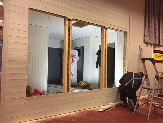 GJENNOMBRUDD: Her blir det to vinduer og en inngangsdør.