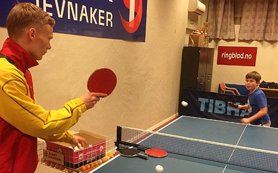 KINATRENING: Martin Jensen terper med Anders Brennhagen.