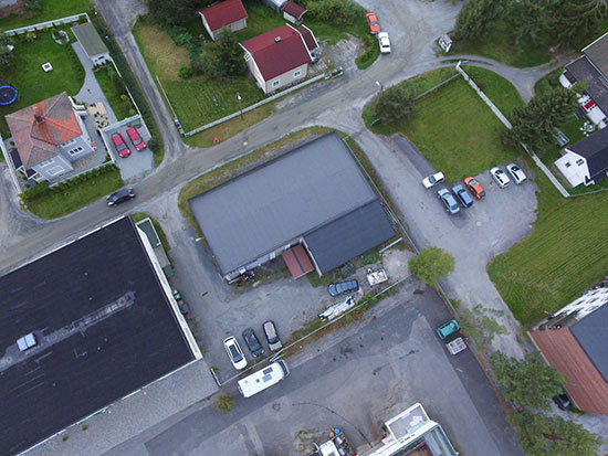 FLYFOTO: Jevnaker Bordtennishall fra oven. (Foto: Kenneth H. Ødegård)