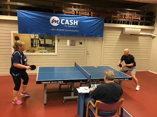 FORELDRE: Lene og Leif-Harald utkjemper finalen med Bert som dommer.