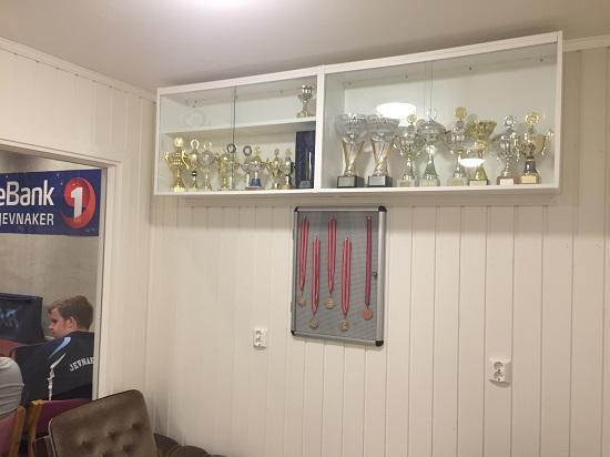 POKALPLASS: Pallplass i lagkonkurranser betyr som regel klubbpokal. Selv om bordtennis primært er en individuell idrett.
