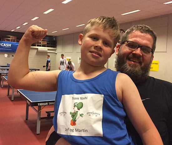 TEAM YOSHI: Martin og Leif trykket lagnavnet på drakten søndag morgen!