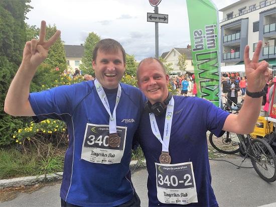 I MÅL: Terje og Olof etter målgang på Jevnaker, med lekker medalje rundt halsen!