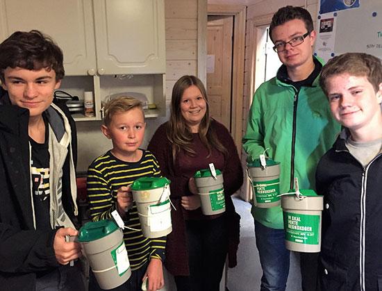 BØSSEBÆRERE: Noen av de som stilte opp for JBTKs dugnad for Jevnaker kommune i 2015. 22. oktober er det på'n igjen!
